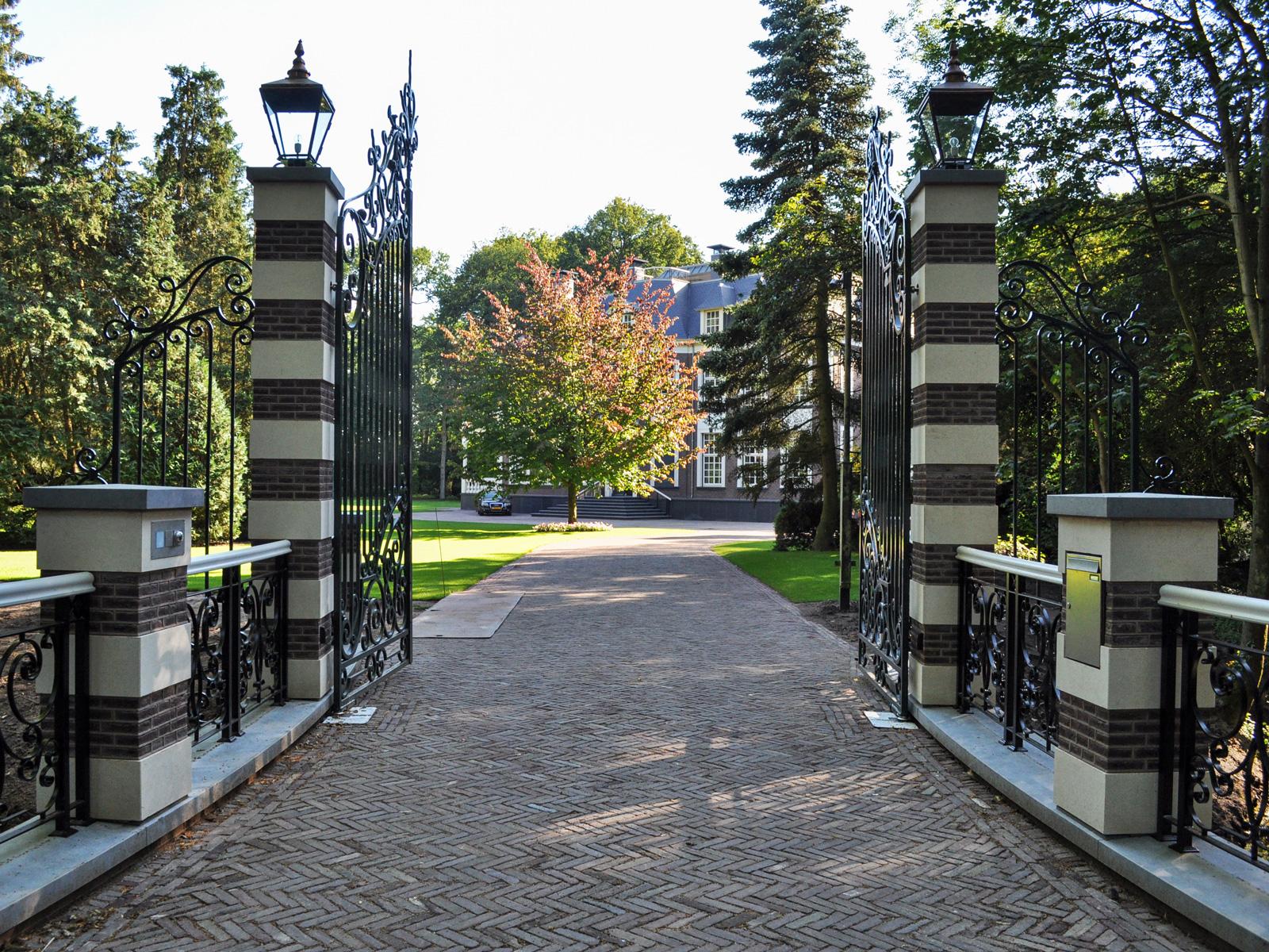 Loosdrecht villa entrance