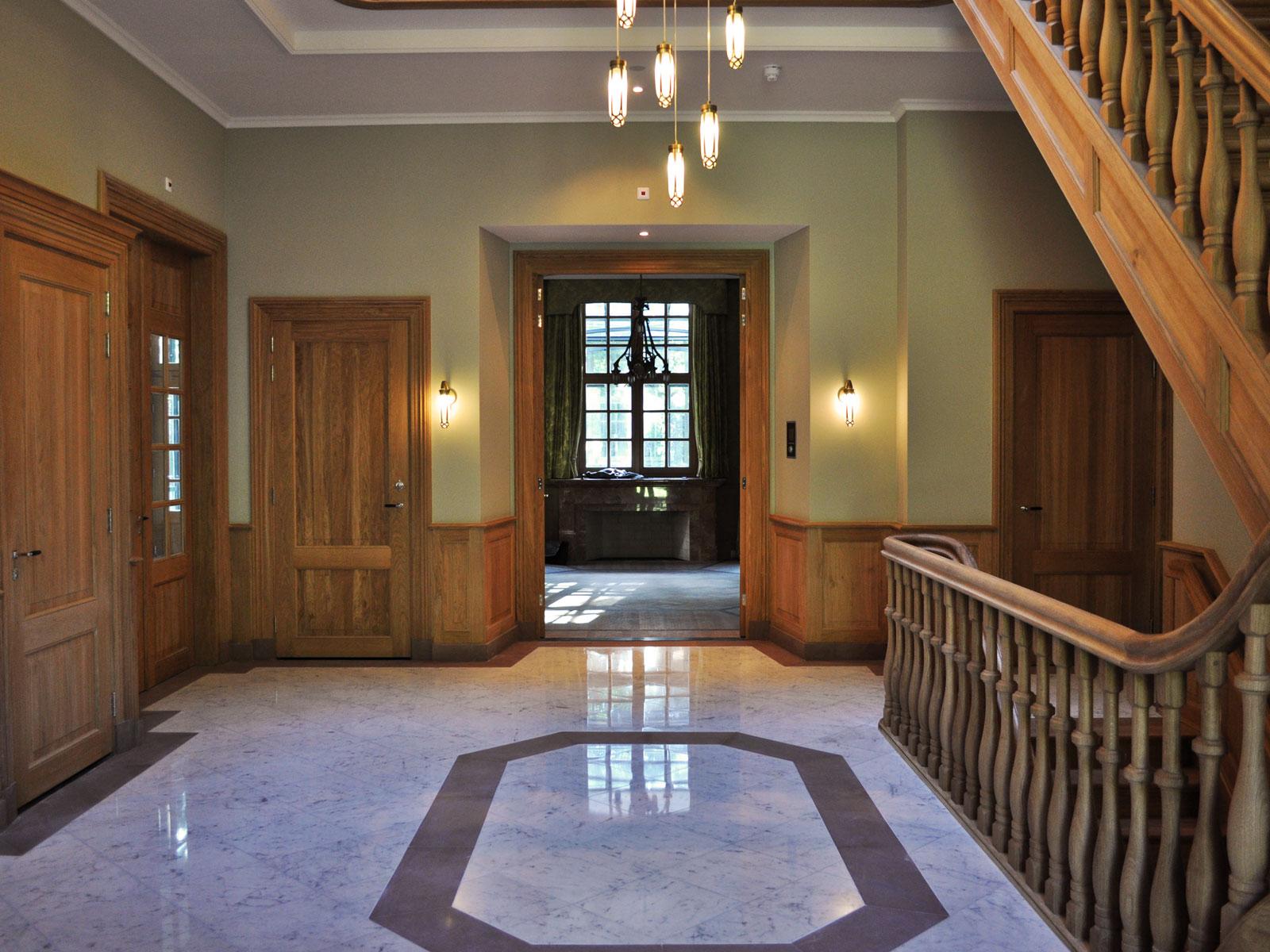Loosdrecht villa hall