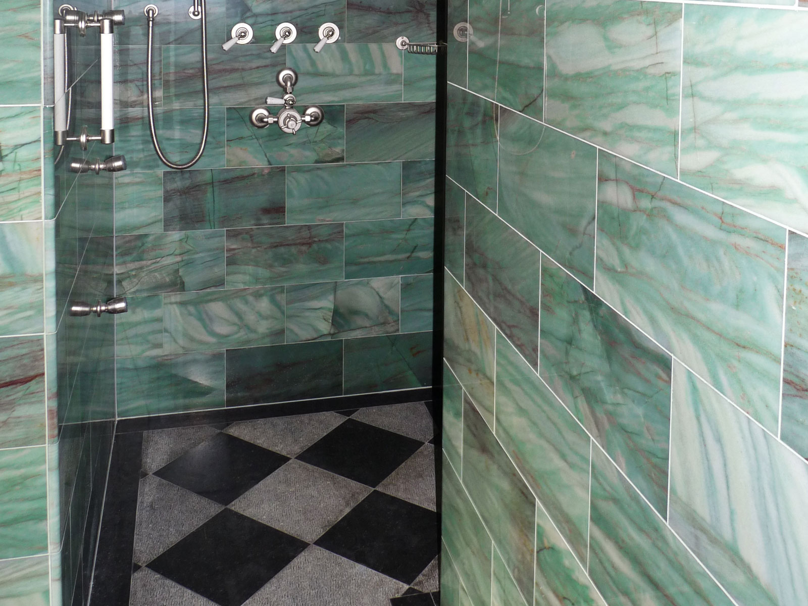 Loosdrecht villa shower