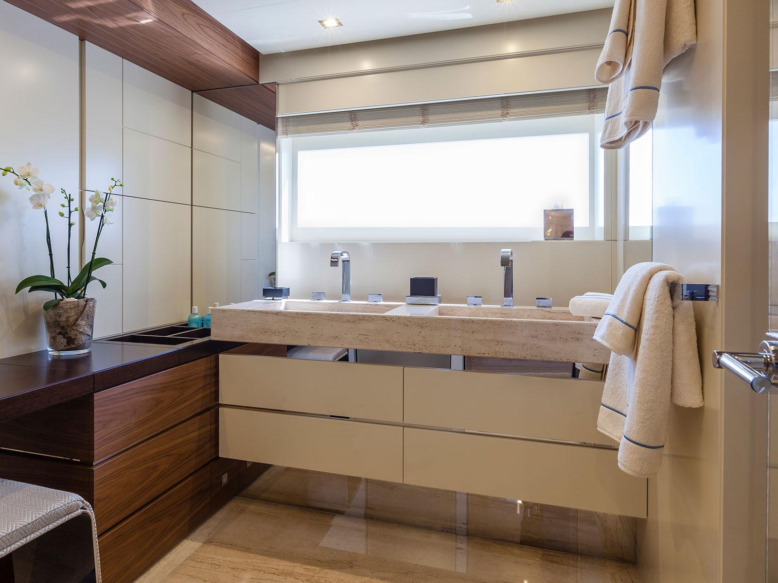 Amore Mio bathroom